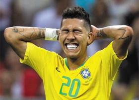 지난 6일 러시아 카잔 아레나에서 열린 2018 러시아월드컵 브라질과 벨기에의 8강전 정규 시간 종료 13분 전, 브라질 선수 피르미누가 결정적 득점 기회를 놓치자 양손으로 뒤통수를 감싸며 안타까워하고 있다.