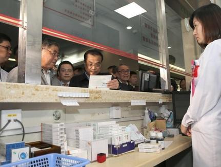 리커창 중국 총리는 지난 4월과 6월 국무원 상무회의에서 항암제 수입관세 폐지 등 공급 확대 정책을 지시했다. /중국정부망