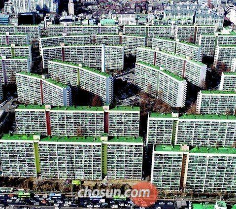 최근 일부 구성원들이 1대 1 재건축을 추진하겠다고 밝힌 대치동 은마아파트. /조선일보 DB