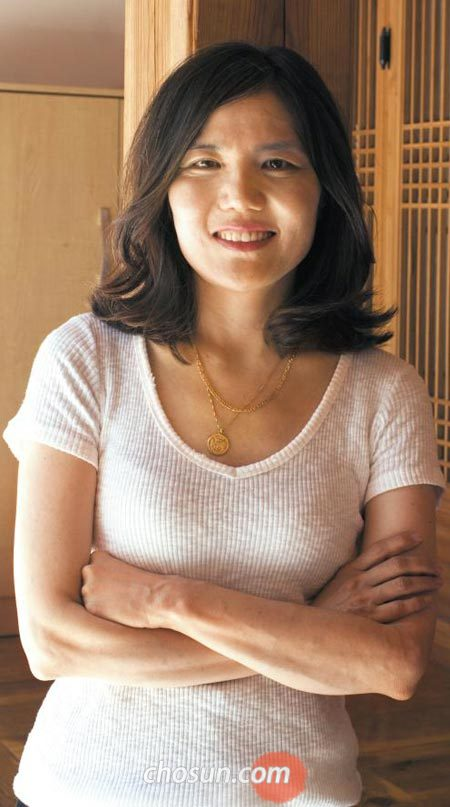 """소설가 편혜영은""""미국에서 오는 11월 장편'재와 빨강'이 나올 예정""""이라고 밝혔다."""