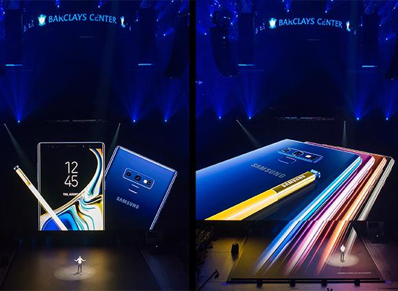 삼성전자가 미국 뉴욕 바클레이센터에서 갤럭시노트9을 공개했다. 바클레이센터 대형 화면을 통해 갤럭시노트9이 공개되고 있다. /삼성전자 제공