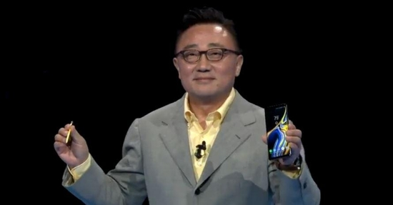 9일(현지 시각) 미국 뉴욕 바클레이스 센터에서 '갤럭시노트9' 언팩행사를 진행하는 고동진 삼성전자 모바일부문장. /씨넷 라이브 캡쳐