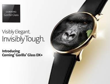 코닝의 '고릴라 글래스 DX+(Corning® Gorilla® Glass DX+)'가 커버 소재로 사용된 갤럭시 워치. /코닝 제공