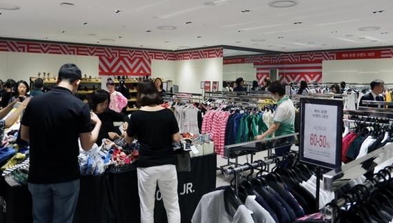 [주말쇼핑가] '135만원짜리 밍크코트'...겨울 모피 할인나선 백화점
