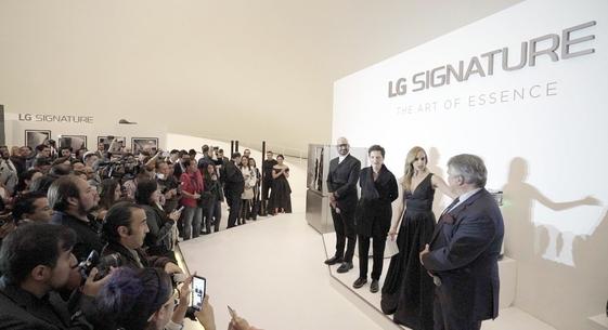 LG전자가 8일(현지시각) 멕시코 '소우마야 미술관'에서 LG 시그니처 출시 행사를 개최했다. 멕시코를 대표하는 건축가, 디자이너, 요리사 등이 'LG 시그니처 토크'에서 LG 시그니처 제품을 사용한 경험담을 공유하고 있다. /LG전자 제공