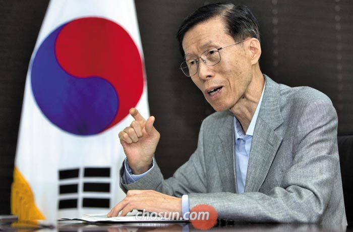 '한반도 통일과 인권을 위한 변호사 모임(한변)' 김태훈 대표가 지난 24일 서울 서초구 사무실에서 본지와 인터뷰하고 있다.