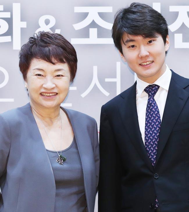10일 예술의전당에서 만난 정경화와 조성진.