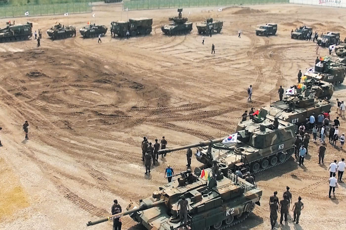 DK Korea 2016 야외 기동시범장에 전시된 각종 국산 무기들.