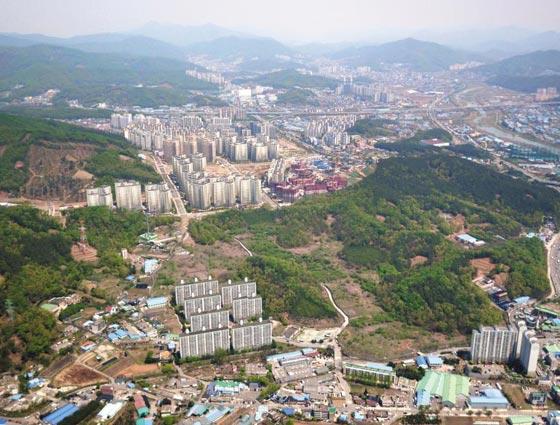 포스코건설이 내년 상반기 2871가구 규모 아파트를 분양할 예정인 경기 광주시 오포읍 고산1지구 전경.