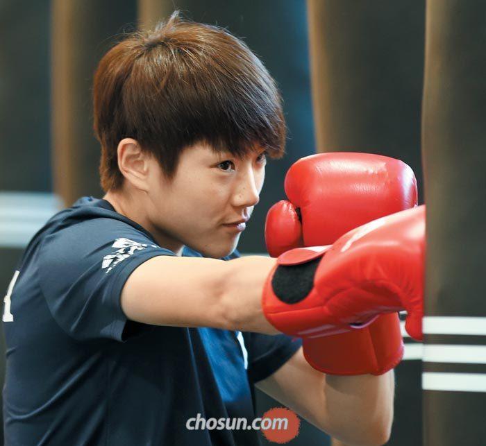 오연지가 11일 충북 진천선수촌에서 샌드백을 두드리며 훈련에 열중하는 모습.