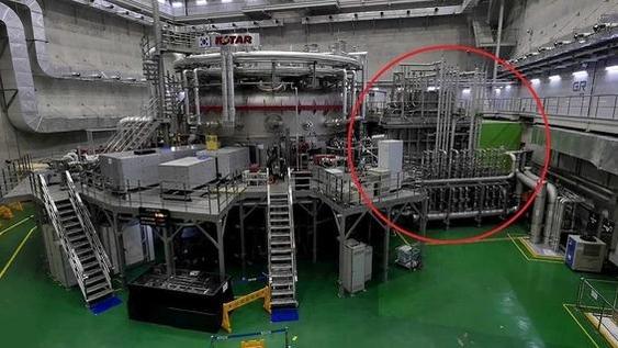 대전 소재 핵융합연에 위치한 초전도핵융합연구장치(KSTAR). 빨간색 동그라미 부분은 중성입자빔가열장치. /조선DB