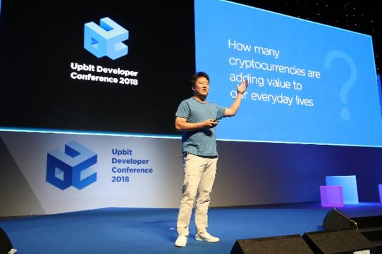 신현성 티몬 의장 겸 테라 공동 대표가 14일 제주국제컨벤션센터에서 열린 UDC 2018에서 테라 프로젝트를 설명하고 있다. /업비트 제공