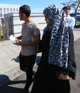 14일 인도적 체류 허가를 받은 예멘인 난민 신청자들이 제주출입국·외국인청 청사를 나서고 있다.