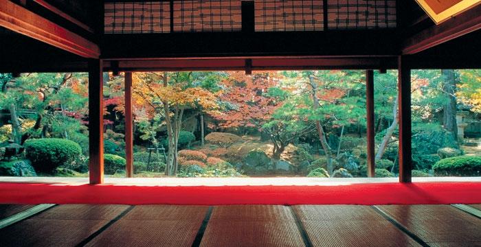 니가타 시미즈엔은 에도시대 정취가 살아 있는 아름다운 정원이다.