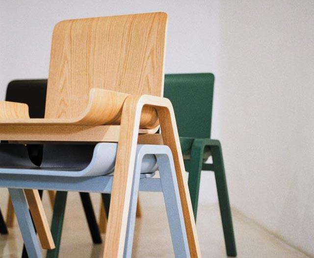 직사각형 합판을 버리는 조각 없이 남김없이 써서 만든 의자'이코노미컬 체어'.