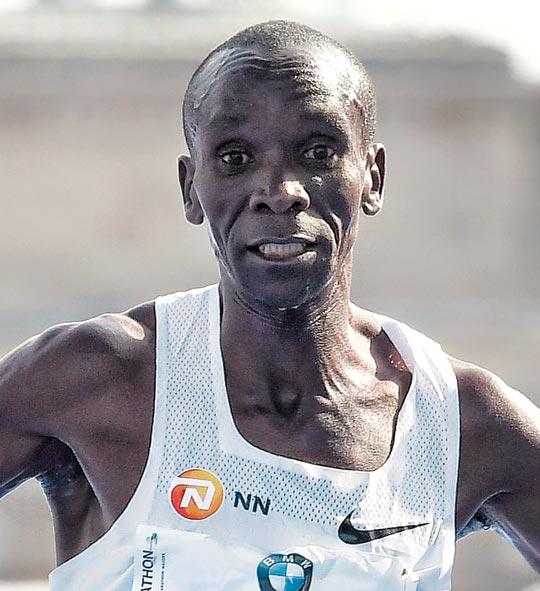 지난 16일 베를린 마라톤에서 2시간1분39초의 세계 기록으로 우승한 일리우드 킵초게.