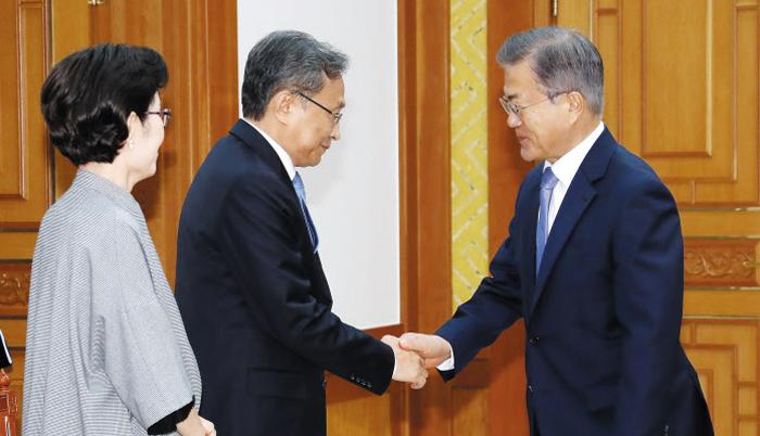 유남석 헌법재판소장·이재갑 장관 등 임명장
