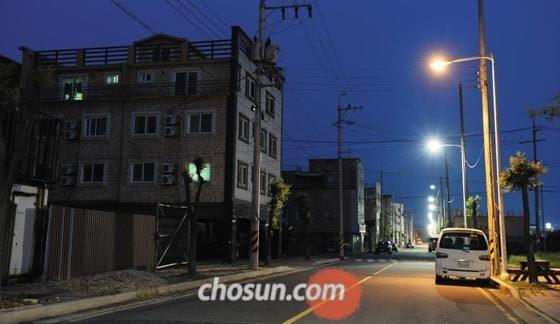 한국GM 군산 공장이 폐쇄되면서 GM과 하도급 업체 직원들로 북적였던 전북 군산시 오식도동 일대 원룸촌이 텅 비었다.  /김영근 기자