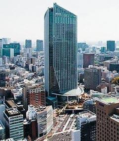 지난 2014년 일본 도쿄 미나토구(港區)의 지하도로 위에 들어선 52층짜리 초고층 복합빌딩 도라노몬힐스.