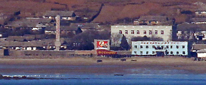연평도에서 바라본 옹진반도 해안의 북한 마을 모습. 6·25 전쟁 이전엔 국군이 주둔한 남한 땅이었다.