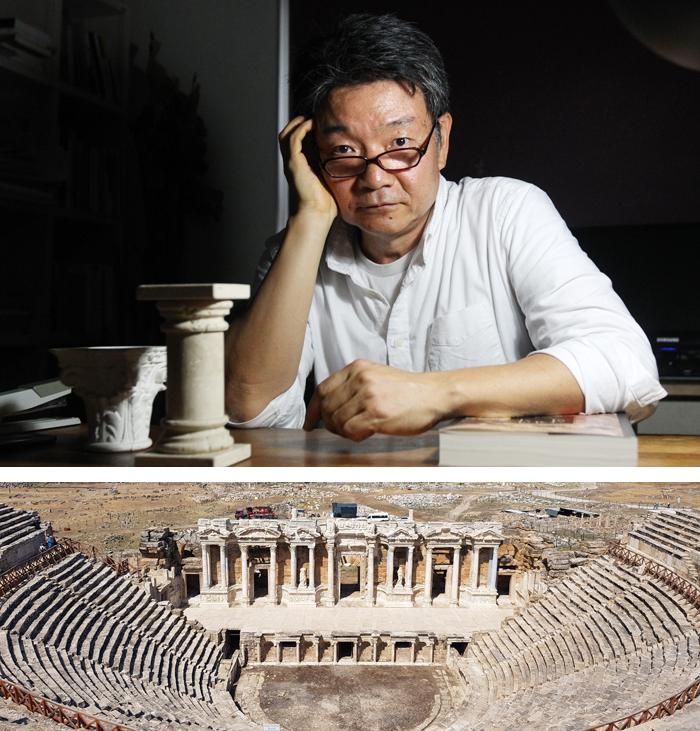 """연구실에서 만난 임석재 교수는 """"극장 건물은 예술이 사적 영역에 머무르지 않고 사회와 만나는 곳""""이라고 말했다. 아래 사진은 화려한 무대 건물이 돋보이는 로마 시"""