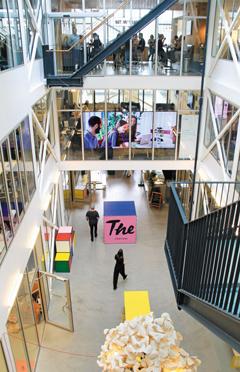 조선소가 창업지원센터로 변신 스웨덴 말뫼의 창업지원센터인 미디어에볼루션 내부 모습. 말뫼는 폐쇄된 조선소 내부를 개조해 스타트업을 위한 공간으로 탈바꿈시켰다.