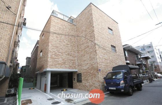 한국토지주택공사(LH)의 공공 리모델링 임대주택인 서울 양천구 신월동의 원룸형 다가구주택. 8가구 모두 세입자가 없어 건물 전체가 비어 있다. 지난 7월 기준으로 전국에 6개월 이상 공실 상태로 방치된 LH의 공공 임대주택은 1만1592가구에 달한다.
