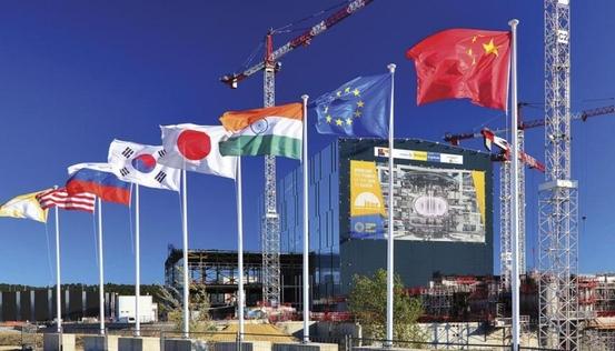 프랑스 남부 카다라슈 ITER 현장 입구에 ITER 회원국의 국기가 걸려있다. /ITER 제공.
