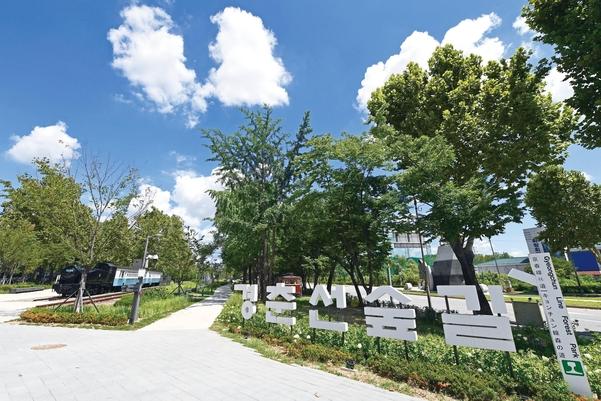 [걷다, 서울] 녹슨 철길이 청춘의 추억을 불러오는 경춘선숲길