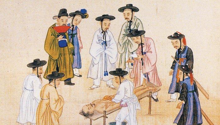 19세기 말 김준근의 그림. 조선 말의 조사관이 살인사건의 피해자를 검시하고 있는 모습을 그렸다.