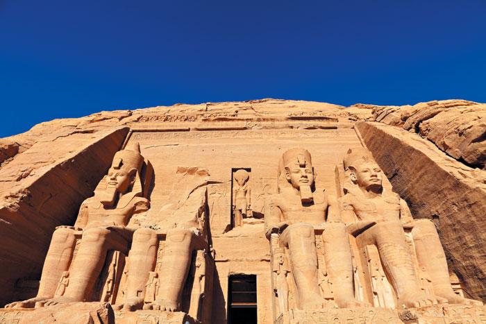 아부심벨 대신전. 람세스 2세가 자신을 위해 만든 세계 최대의 석굴 사원이다.