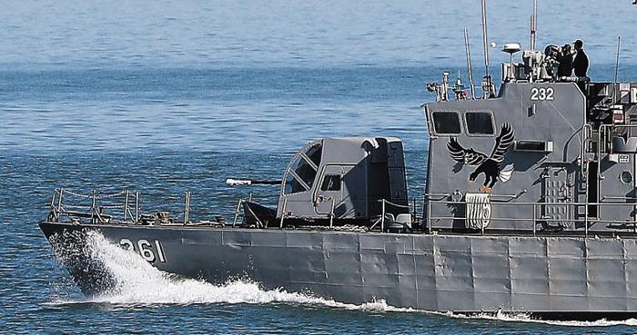 덮개 씌운 고속정 포신 - 1일 연평도 인근 해안에서 우리 측 고속정이 포신을 덮개로 씌운 채 기동훈련을 하고 있다.