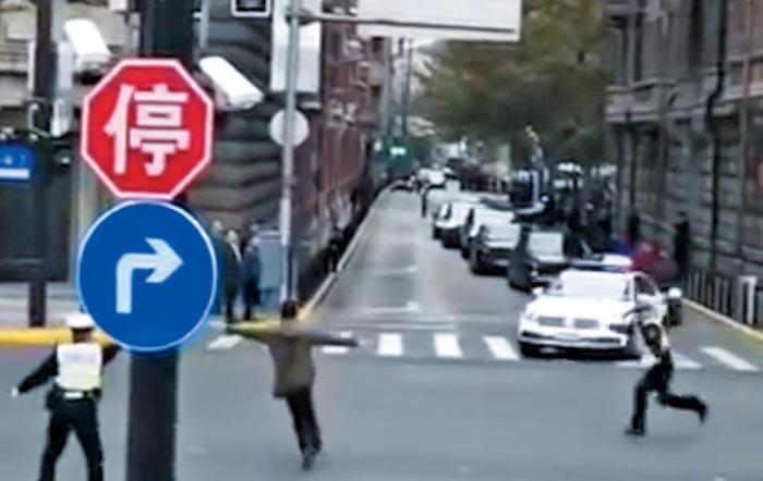 시진핑 차량 행렬 막아선 사나이