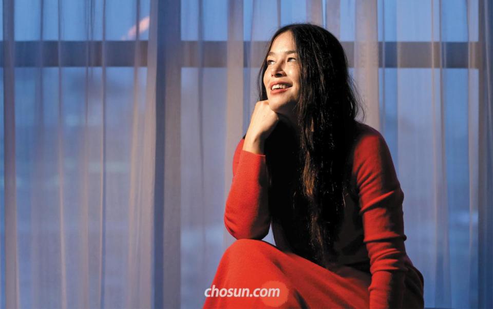 """새 미니앨범 '포치 송스' 발매 기념으로 '10번째' 내한 무대에 서는 레이첼 야마가타. 그는 """"한국에서 쇼핑하길 좋아한다. 이번에도 마음에 쏙 드는 핑크색 드레스를 건졌다""""며 웃었다."""