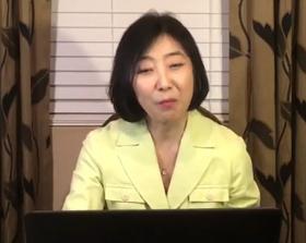 종북 강연 논란으로 강제 출국당한 신은미씨가 국내 토론회에 영상 메시지를 보내 이야기하고 있다.