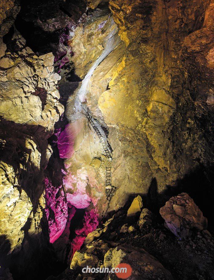 강원도 정선에 있는 화암광산은 일제강점기 때 이름이 천포금광이었다.