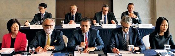 주한유럽상공회의소가 27일 서울 소공동 롯데호텔에서 가진 규제 백서 발간 기자회견에서 유럽상의 소속 기업인들이 발언하고 있다.
