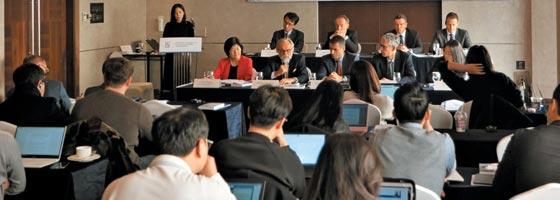 27일 서울 소공동 롯데호텔에서 열린 주한 유럽상공회의소(ECCK) 기자회견에서 참석자들이 유럽 기업 대표들의 한국의 과도한 기업 규제에 대한 비판을 듣고 있다.