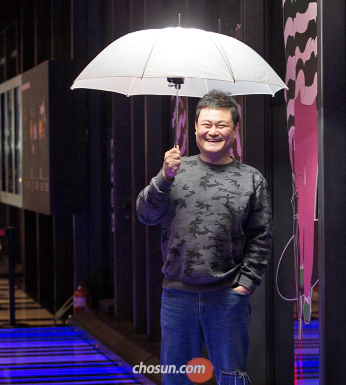 """김진수는 """"한때 순한 이미지가 부담됐지만, 지금은 장점""""이라며 """"모두에게 웃는 얼굴로 기억되고 싶다""""고 했다."""