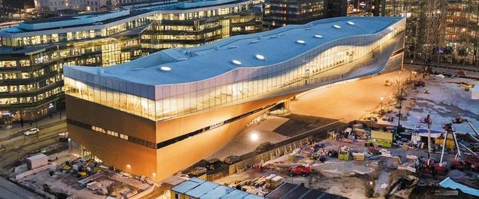 핀란드가 '도서관의 미래'를 야심차게 선보였다. 눈 쌓인 거대한 배 형상으로 지난 5일 연 헬싱키 중앙 도서관 '오디'는 독립 100주년 기념 사업으로, 1억유로(약 1280억원)를 들여 지었다.