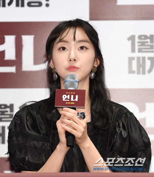 55529d86c53 영화 '언니'는 사라진 동생 '은혜'(박세완)의 흔적을 찾아갈수록 점점 폭발하는 전직 경호원 '인애'(이시영)의 복수를 그린 새로운  분노 액션 영화다.
