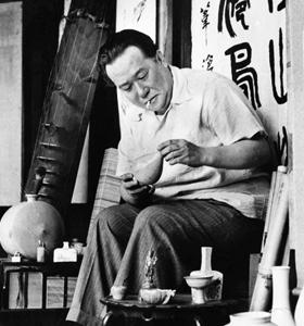 간송 전형필은 1906년 서울에서 태어나 일본 와세다대 법과를 졸업했다. 귀국 후 1930년부터 한국 미술품 수집을 시작해 1938년 국내 최초의 사립미술관 '보화각'(간송미술관 전신)을 세웠다. 1962년 별세했고, 2014년 금관문화훈장을 받았다.