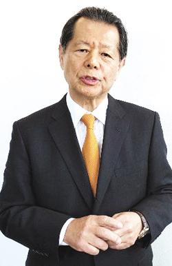 """지난달 26일 후나바시 요이치 아시아퍼시픽 이니셔티브 이사장이 사무실에서 본지와 인터뷰를 하고 있다. 그는 """"북한을 변화시키려면 북한 주민들이 스마트폰을 갖게 해줘야 한다""""고 했다."""