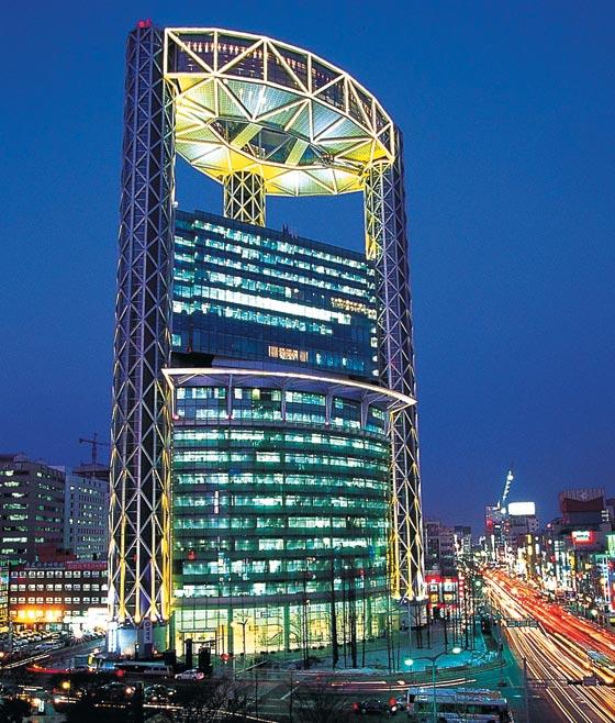 공유 오피스 위워크(wework)가 입점한 서울 종로타워.