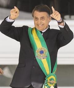 자이르 보우소나루 브라질 신임 대통령이 지난 1일(현지시각) 열린 취임식에서 인사하고 있다.