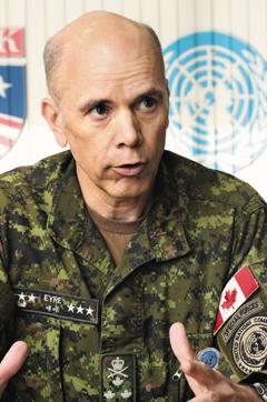 비(非)미군 출신으론 최초로 유엔사 부사령관에 오른 웨인 에어 캐나다 육군 중장이 7일 서울 용산 미군기지에서 본지와 인터뷰를 하고 있다.