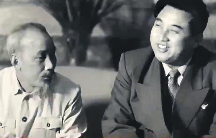북한 김일성이 1958년 하노이를 찾아 호찌민 당시 베트남 주석과 정상회담을 하는 모습.