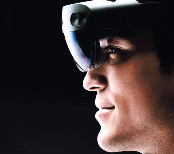 미국 마이크로소프트의 '홀로렌즈2'