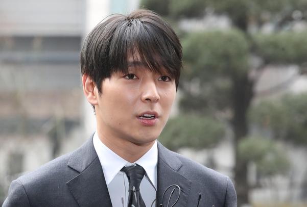 Choi Jong Hoon Hd: '몰카 유포 혐의' FT아일랜드 최종훈, 경찰 출석… 의혹 질문에 '모르쇠'