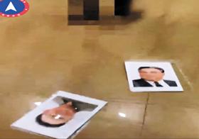 김일성 父子 액자 팽개친 천리마민방위 - 최근 '자유조선'으로 이름을 바꾼 천리마민방위가 20일 북한 내부에서 벌어진 일이라면서 34초 분량의 영상을 게시했다. 사진은 모자이크 처리된 남성(위쪽)이 벽에 걸린 김일성·김정일 초상화를 떼어 바닥에 던진 후의 장면.